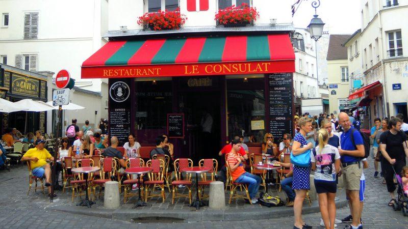 パリのモンマルトルの丘にて。